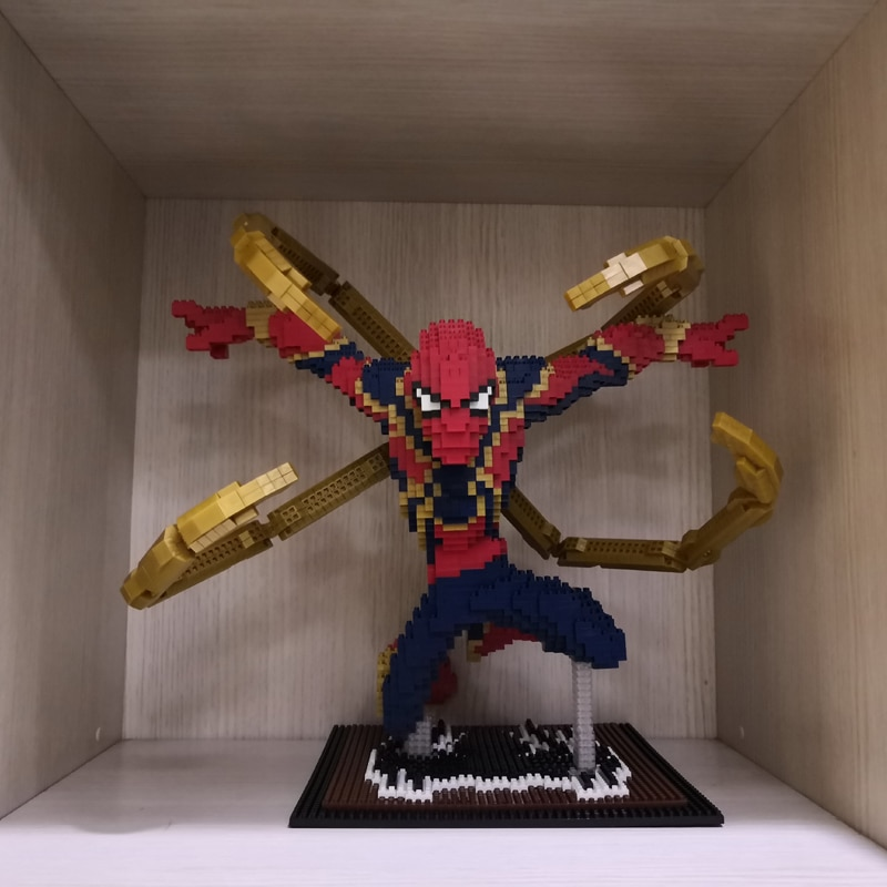 PZX 8831-4 Avengers Flying Spider Man XL